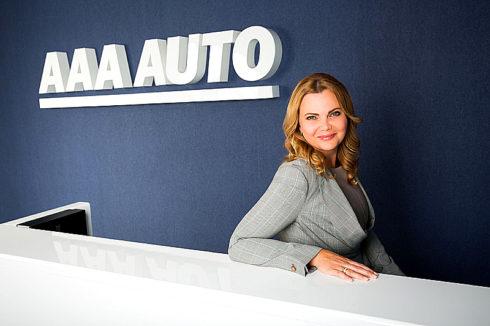 Autoperiskop.cz  – Výjimečný pohled na auta - Karolína Topolová již pět let v čele AAA AUTO, firmu dovedla k novému majiteli i expanzi