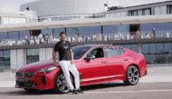 Autoperiskop.cz  – Výjimečný pohled na auta - Společnost Kia Motors předala zbrusu nový fastback Kia Stinger Rafaelu Nadalovi,  světové tenisové jedničce