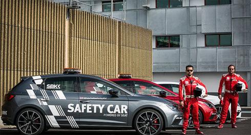 Autoperiskop.cz  – Výjimečný pohled na auta - Za volantem bezpečnostního vozu sériově vyráběného SEATu Leon CUPRA, který zrychlí z 0 na 100 km/h za méně než pět sekund