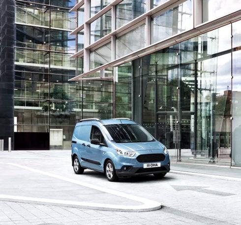 Autoperiskop.cz  – Výjimečný pohled na auta - Ford představuje nejnovější přírůstky do úspěšné rodiny Transit – nový Transit Connect a Transit Courier