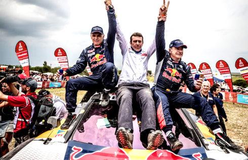 Autoperiskop.cz  – Výjimečný pohled na auta - Carlos Sainz, Lucas Cruz a jejich PEUGEOT 3008DKR Maxi triumfovali v Rallye Dakar 2018, která se zapíše do historie