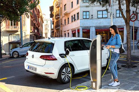 Autoperiskop.cz  – Výjimečný pohled na auta - Volkswagen e-Golf zvítězil v odborné české anketě Ekologické auto roku 2018