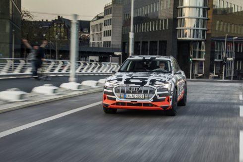 Autoperiskop.cz  – Výjimečný pohled na auta - Nejvyšší napětí: Prototyp Audi e-tron ve Faradayově kleci
