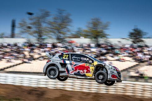 Autoperiskop.cz  – Výjimečný pohled na auta - Umístění na stupních vítězů pro Team Peugeot Total při debutu plném dramatických událostí