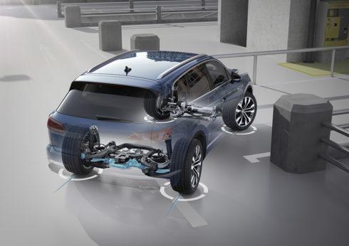 """Autoperiskop.cz  – Výjimečný pohled na auta - Technické inovace pro nový Touareg – 2. díl:  """"Řízení všech kol"""" zmenšuje průměr otáčení"""