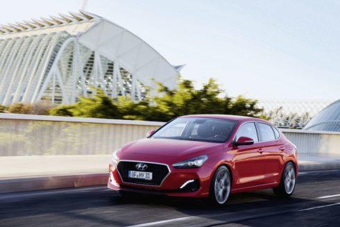 Autoperiskop.cz  – Výjimečný pohled na auta - Hyundai i30 Fastback zvítězil v další anketě za design – Design Trophy 2018