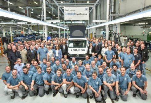 """Autoperiskop.cz  – Výjimečný pohled na auta - Výrobní milník: 100 000 kempinkových vozů California """"Made in Hannover"""""""