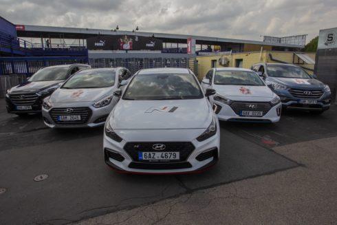 Autoperiskop.cz  – Výjimečný pohled na auta - Hvězdy světového fotbalu budou po Praze jezdit v Hyundai