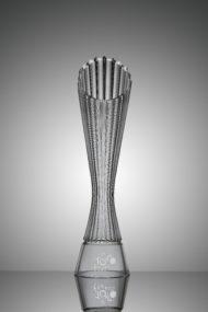 Autoperiskop.cz  – Výjimečný pohled na auta - ŠKODA Design navrhl trofeje pro vítěze Tour de France 2018