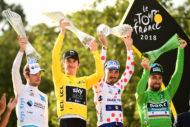 Autoperiskop.cz  – Výjimečný pohled na auta - Vítěz Tour de France Geraint Thomas slavil s křišťálovou trofejí věnovanou společností ŠKODA AUTO
