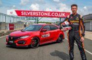 """Autoperiskop.cz  – Výjimečný pohled na auta - Matt Neal, vítěz série British Touring Car, dosáhl v rámci výzvy """"Type R Challenge 2018"""" na okruhu Velké ceny v Silverstonu třetí jednokolový rekord"""