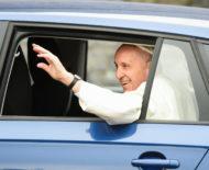 Autoperiskop.cz  – Výjimečný pohled na auta - ŠKODA RAPID SPACEBACK ve službách papeže Františka během návštěvy Irska
