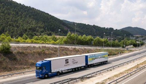 Autoperiskop.cz  – Výjimečný pohled na auta - SEAT a Grupo Sesé uvádí do provozu soupravu s návěsem a přívěsem