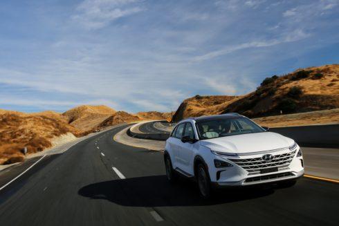 """Autoperiskop.cz  – Výjimečný pohled na auta - Ekologický Hyundai NEXO a sportovní Aston Martin Vantage kralovali """"losímu testu"""" při volbě Car of the Year COTY 2019"""