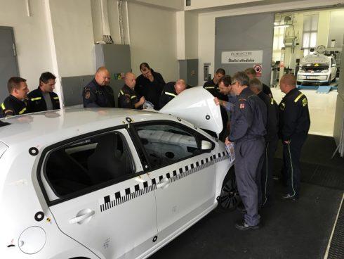 Autoperiskop.cz  – Výjimečný pohled na auta - Porsche Česká republika úzce spolupracuje s hasiči