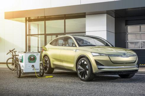 Autoperiskop.cz  – Výjimečný pohled na auta - ŠKODA AUTO DigiLab začíná v Praze testovat mobilní nabíjecí stanice pro elektromobily