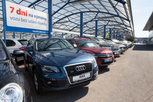 Autoperiskop.cz  – Výjimečný pohled na auta - Češi investují do nákupu ojetin na splátky stále vyšší částky