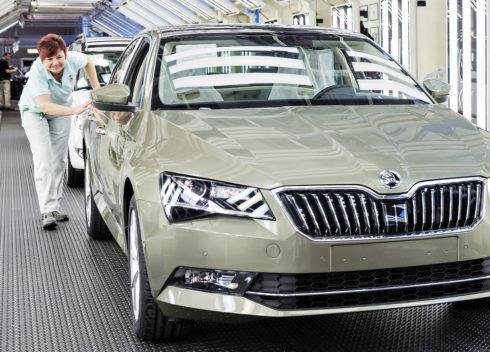 Autoperiskop.cz  – Výjimečný pohled na auta - Výrobní jubileum: 500 000 vozů ŠKODA SUPERB třetí generace