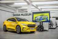 """Autoperiskop.cz  – Výjimečný pohled na auta - """"Ženeva"""" ve ŠKODA Muzeu: Hliněný model konceptu ŠKODA VISION iV v reálné velikosti"""