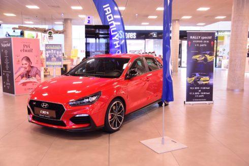 Autoperiskop.cz  – Výjimečný pohled na auta - Rally speciál Hyundai i20 R5 byl odhalen v ostravském obchodním centru Forum Nová Karolina