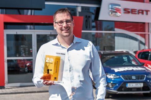 Autoperiskop.cz  – Výjimečný pohled na auta - Radek Kukačka z CB Auto ČB je nejlepším prodejcem značky SEAT na světě