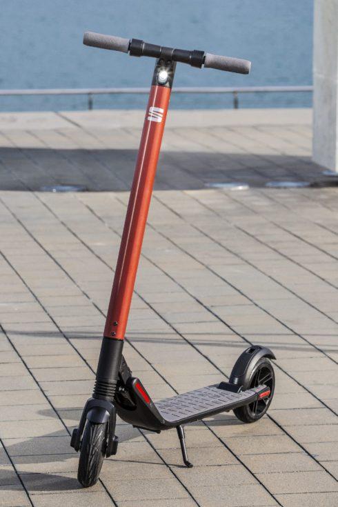 Autoperiskop.cz  – Výjimečný pohled na auta - SEAT na český trh uvádí moderní koloběžku eXS KickScooter powered by Segway
