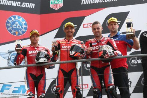 Autoperiskop.cz  – Výjimečný pohled na auta - Tým Honda Endurance Racing přebírá na pódiu závodu 24 Heures Moto Le Mans druhé místo