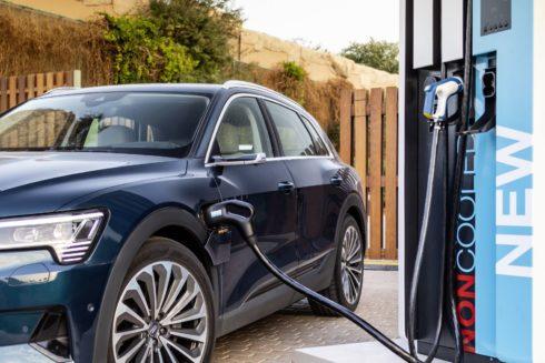 Autoperiskop.cz  – Výjimečný pohled na auta - Etalon na dlouhých trasách:  Nabíjecí výkon elektromobilu Audi e-tron