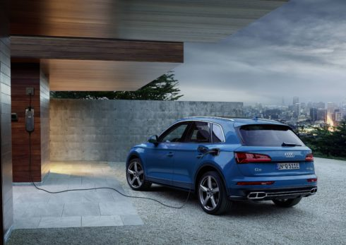 Autoperiskop.cz  – Výjimečný pohled na auta - Sportovně a hospodárně s externě nabíjitelným hybridním pohonem: Audi Q5 55 TFSI e quattro