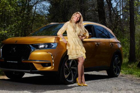 Autoperiskop.cz  – Výjimečný pohled na auta - Oblíbená moderátorka TV NOVA, Lucie Borhyová, si vybrala DS 7 CROSSBACK