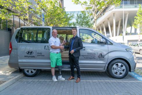 Autoperiskop.cz  – Výjimečný pohled na auta - Hyundai je první oficiální přepravce České golfové asociace hendikepovaných