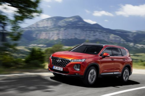 Autoperiskop.cz  – Výjimečný pohled na auta - Zcela nový Hyundai Santa Fe nabídne kamerové sledování mrtvého úhlu