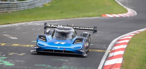 Autoperiskop.cz  – Výjimečný pohled na auta - Ukázka elektrické budoucnosti: Značky Bridgestone a Volkswagen pokořily rekord Nürburgringu