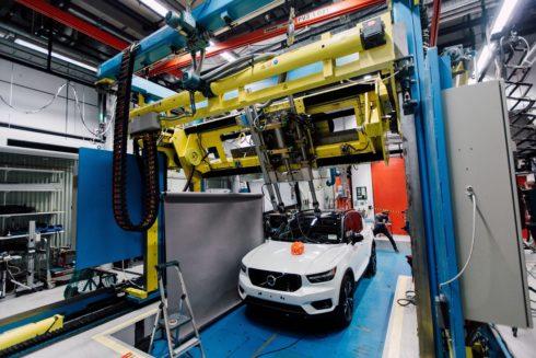 Autoperiskop.cz  – Výjimečný pohled na auta - Společnosti Volvo Cars a POC vyvinuly jako první na světě sérii nárazových testů pro testování cyklistických přileb při kolizi s automobilem