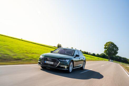 Autoperiskop.cz  – Výjimečný pohled na auta - Luxus a hospodárnost:  Audi A8 L 60 TFSI e quattro