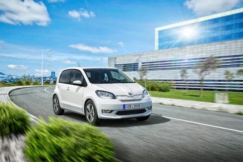 Autoperiskop.cz  – Výjimečný pohled na auta - ŠKODA CITIGOe iV sebevědomě vstoupila na český trh, zaváděcí série 500 vozů byla rychle vyprodána