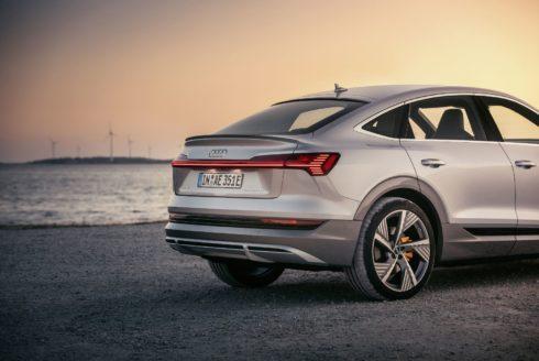 Autoperiskop.cz  – Výjimečný pohled na auta - SUV ve stylu kupé z rodiny e-tron: Audi e-tron Sportback