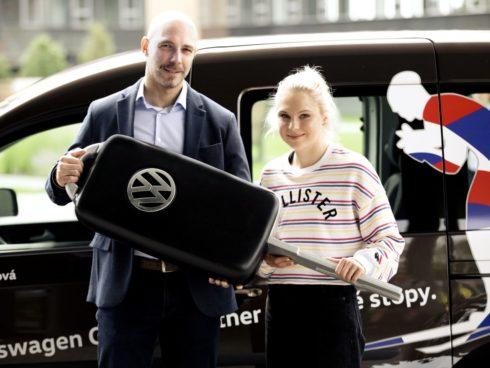 Autoperiskop.cz  – Výjimečný pohled na auta - Lyžařka Bára Havlíčková jezdí s vozem Caddy