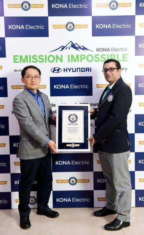 Autoperiskop.cz  – Výjimečný pohled na auta - Hyundai KONA Electric zapsána do Guinnessovy knihy rekordů