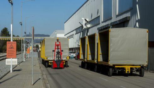 Autoperiskop.cz  – Výjimečný pohled na auta - SEAT automatizuje venkovní přepravu dílů autonomními roboty