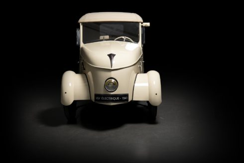 Autoperiskop.cz  – Výjimečný pohled na auta - PEUGEOT VZDÁVÁ NA VÝSTAVĚ RÉTROMOBILE HOLD ELEKTRICKÉMU POHONU