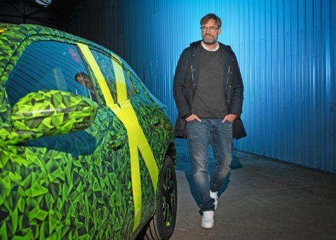 Autoperiskop.cz  – Výjimečný pohled na auta - Jürgen Klopp, nejlepší fotbalový trenér světa, otestoval novou Mokku