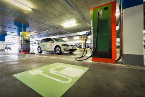 ABB spouští 200. stanici pro dobíjení elektromobilů vČeské republice
