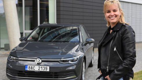 Autoperiskop.cz  – Výjimečný pohled na auta - Patricie jezdí v novém Volkswagenu Golf