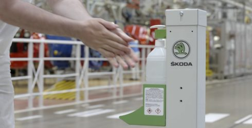 Autoperiskop.cz  – Výjimečný pohled na auta - Video: Bezpečnostní opatření ve výrobě společnosti ŠKODA AUTO
