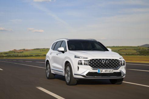 Autoperiskop.cz  – Výjimečný pohled na auta - Hyundai odhalil modernizované Santa Fe s novými hybridními motory a řadou prémiových vylepšení