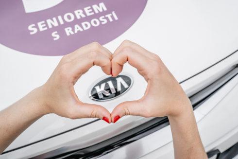 """Autoperiskop.cz  – Výjimečný pohled na auta - Kia se zapojila do charitativního projektu """"Ruce"""""""