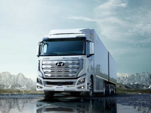 Autoperiskop.cz  – Výjimečný pohled na auta - Hyundai XCIENT Fuel Cell, první těžké nákladní vozidlo s palivovými články na světě, míří v Evropě do komerčního provozu