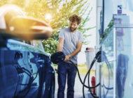 Autoperiskop.cz  – Výjimečný pohled na auta - DKV vstupuje do fleetového byznysu a nabídne řidičům firemních osobních a lehkých užitkových vozů unikátní tankovací kartu