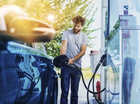 DKV vstupuje do fleetového byznysu a nabídne řidičům firemních osobních a lehkých užitkových vozů unikátní tankovací kartu
